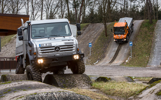 Mercedes-Benz-Unimog-U4000-front-end-2
